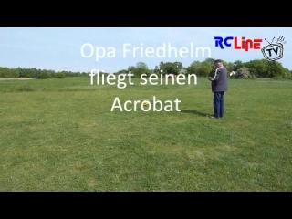 AFTER >: Opa Friedhelm fliegt seinen Acrobat